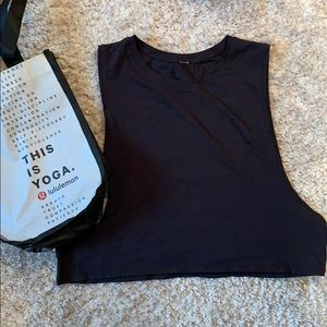Black LuLulemon slightly Cropped Tank Top